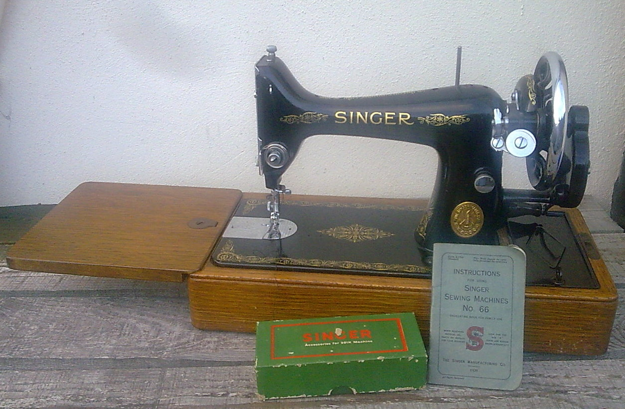 Vintage sewing singer hand crank machine 99k serial number for Decor 99 sewing machine