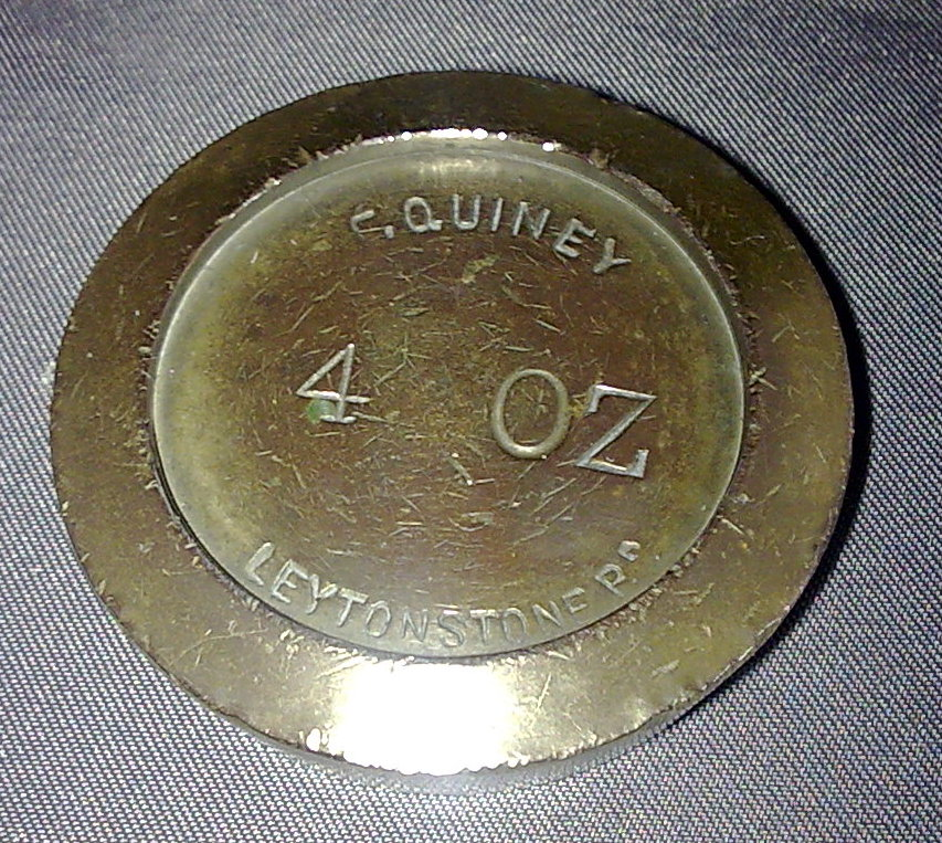 Single Vintage George V F Quiney Brass Shop Weight 1 4lb